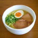 庄八「オリーブラーメン(塩スープ)」